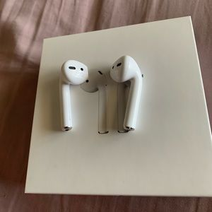Left and right Apple AirPods! NO CASE!!!